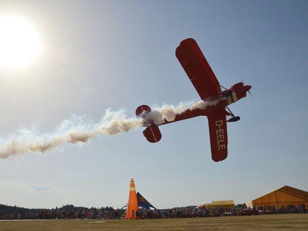 Letecká podívaná bude hlavním sobotním programem v Šiklově mlýně. Nabídne i jedinečnou exhibici Martina Šonky.