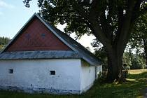 Areál u historické chalupy v Krásném bude hostitelem Festivalu venkovských zahrad.