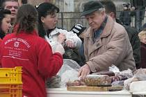 Již tradiční zabijačka se uskutečnila na bystřickém Masarykově náměstí