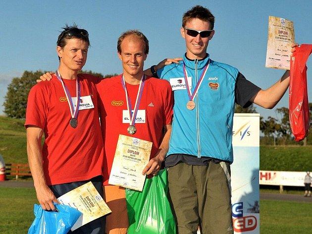 Zleva Pavel Churavý, Tomáš Slavík a Petr Kutal ve Vesci.
