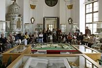 Libri architectonici je název výstavy Knihovny Národního muzea, která byla v úterý zahájena vMuzeu knihy na zámku Kinských ve Žďáře nad Sázavou.