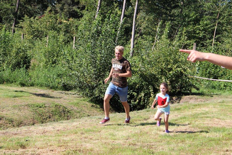 Spoustu soustředění a snahy dali malí závodníci všech věkových kategorií do běžeckých závodů při akci Rozhodni se sám.