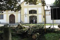Škody po bouřce na Žďásku.