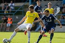 Jméno nového trenéra zatím fotbalisté Nového Města (v modrém) ještě neznají.