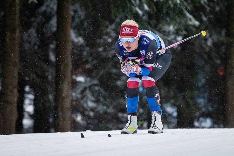 Ohlédnutí za Zlatou lyží 2020. Kateřina Janatová ve stíhacím závodě žen na 10 km klasicky v rámci Světového poháru v běhu na lyžích.
