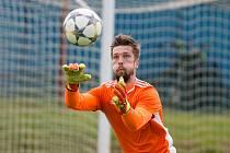 Už druhým rokem působí ve fotbalovém klubu ve Velkém Meziříčí gólman Marek Kolář.Ten se stále nevzdal myšlenky na angažmá v profesionálním fotbalu.