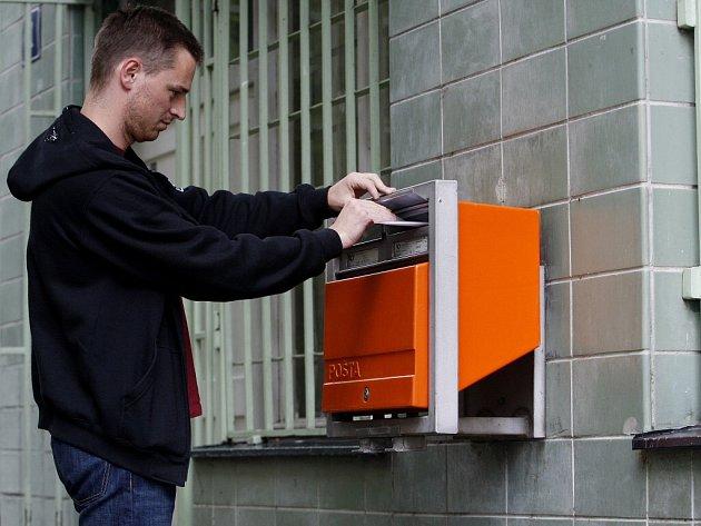 Na novou podobu pošty přistupuje stále více radnic na Žďársku. Nechtějí, aby poštovní služba v jejich obcích zcela zanikla.