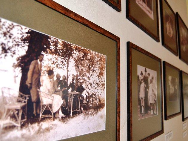 Galerie s rodinnými fotografiemi a obrazy rodu Kinských, majitelů žďárského zámku, je nyní pro návštěvníky otevřená celoročně.