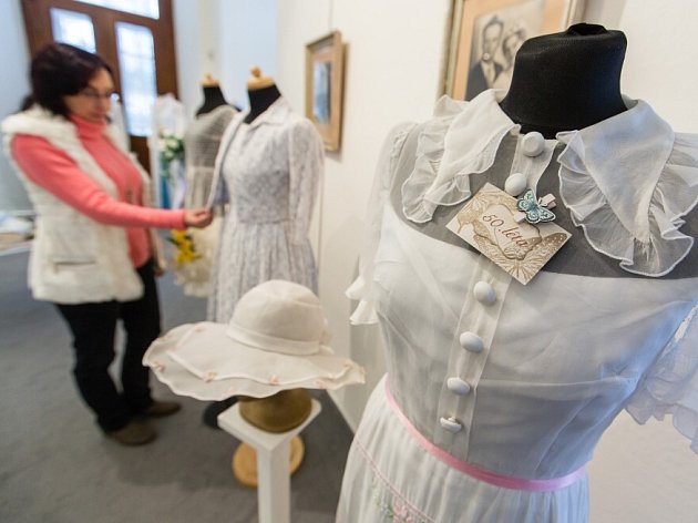 Výstava Svatba aneb Jak šel čas… ve velkomeziříčském muzeu.