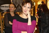 Ve Velkém Meziříčí ji příznivci divadla dnes uvidí ve svěží francouzské komedii Úhlavní přátelé, kde s ní hrají Miroslav Vladyka, Nela Boudová a Radek Holub.