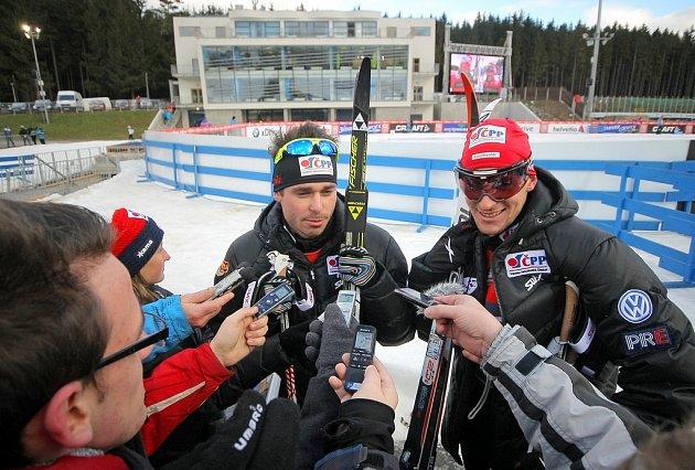 Nejlepší česká dvojice Aleš Razým a Martin Jakš dojeli čtvrtí. Po závodu museli čelit otázkám novinářů.