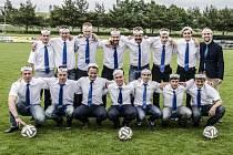 Fotbalisté Santusu Jívoví si uměli oslavy titulu užít.