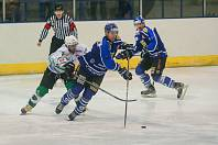 Hokejisté Velkého Meziříčí (v modrém) byli dva roky po sobě ve finále play-off.