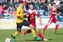 Ze tří přátelských duelů v posledním měsíci fotbalisté Velkého Meziříčí (v červeném) dvakrát zvítězili.