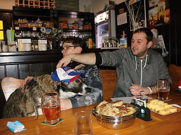 Martinu Sáblíkovou přišli do Hotelu Rokytno podpořit fanoušci dvounozí i čtyřnozí.