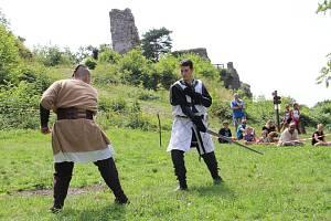Louka pod hradem opět ožije festivalovým děním. Foto: Deník/Lenka Mašová