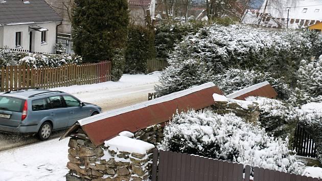 OBRAZEM: Zima se vrátila, Žďárské vrchy zasypal přes noc sníh