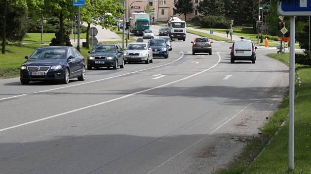 Jihlavská pobočka Ředitelství silnic a dálnic České republiky chce letos opravit také žďárskou ulici Dolní mezi křižovatkami Wonkova a Žižkova.