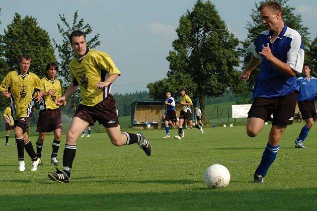 Fotbalisté Bohdalova přivezli tři body i zvenku.