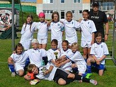 Okresní dívčí tým ročníku 2007 si na turnaji v Bystřici poradil se všemi chlapeckými celky.