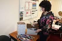Žďárská oblastní charita sbírala propisky pro školu a žáky v Africe.
