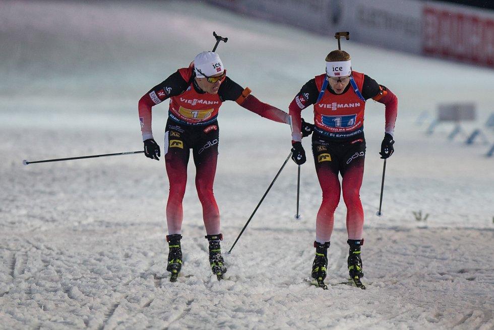 Závod SP v biatlonu (štafeta mužů 4 x 7,5 km) v Novém Městě na Moravě. Na snímku: Předávka týmu Norska.