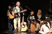 Písně z nového CD byly poprvé představeny novoměstskému publiku v roce 2015, kdy s dětmi secvičil vánoční příběh Zdeněk Novotný Bričkovský.