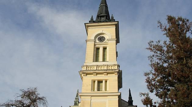 Hodiny na věži evangelického kostela se zastavily.