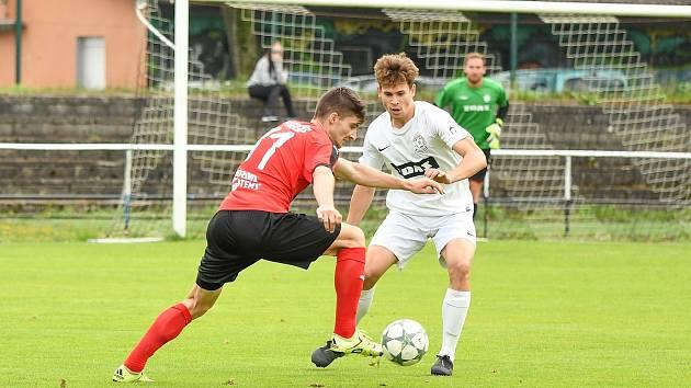 Fotbalový klub ve Žďáře nad Sázavou (v bílých dresech) by si měl příští pátek zvolit nové vedení.