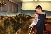 O modelové kolejiště mají zájem malí i velcí návštěvníci.