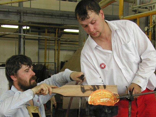 Poslední týden práce má před sebou pětadvacet lidí, které zaměstnává škrdlovická sklárna Beránek. Po desítkách let činnosti k začátku září ukončí provoz.