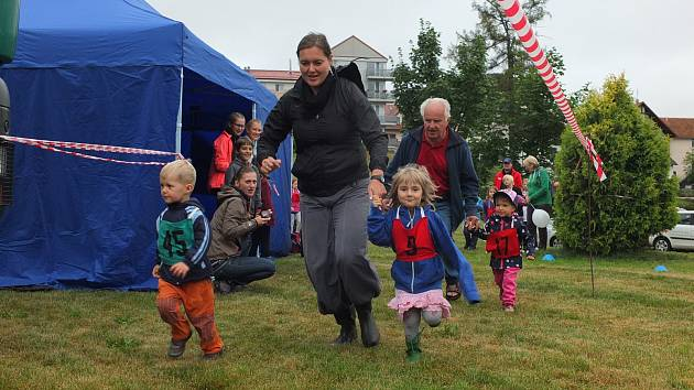 Desátý ročník akce Rozhodni se sám přilákal navzdory deštivému počasí děti i dospělé. Vyzkoušet mohli sportovní aktivity i tvořivé dílny.