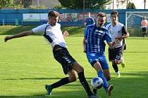 Začátkem srpna si fotbalisté juniorky Nového Měst na Moravě (v bílých dresech) odbydou vytouženou premiéru v krajském přeboru.