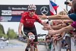 Ondřej Cink po dojezdu do cíle v závodu SP v cross country horských kol v Novém Městě na Moravě v kategorii mužů Elite.