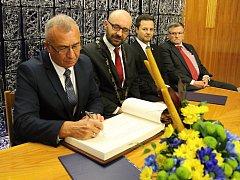 Ve Žďáře došlo k podpisu smlouvy o partnerství města s ukrajinským Chustem. Chust je tak vedle belgického Flobecqu, francouzského Cairanne a německého Schmöllnu čtvrtým partnerským městem Žďáru nad Sázavou.