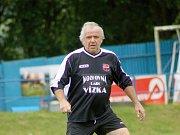 Nejen skvělý fotbalista, ale také výborný bavič, to je československý internacionál Ladislav Vízek.