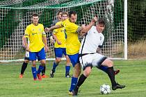 Fotbalistům rezervy Velké Bíteše (ve žlutých dresech) se podzimní část této sezony 1. B třídy příliš nepovedla.