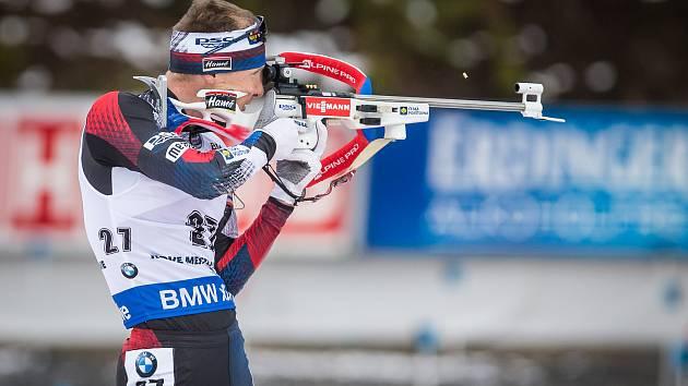 Ondřej Moravec v závodu s hromadným startem na 15 km mužů v rámci Světového poháru v biatlonu v Novém Městě na Moravě