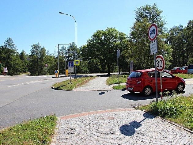 OBRAZEM: Řidiči hledají, kudy projedou