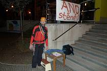 Peticí sepsanou kvůli začlenění lezecké stěny do projektu sportovní haly chtějí dát horolezci najevo radnici, že zájem o realizaci stěny mají i další lidé než jen pár desítek členů novoměstského oddílu Trip Team.