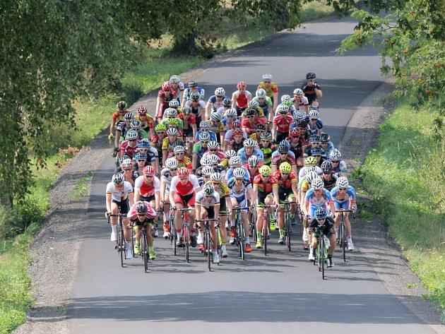 Domácí jezdci to v tradičním cyklistickém závodě na vysočině nemají jednoduché. Už tři roky čekají na českého vítěze, pauza se protáhne.