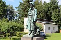 Rekonstrukce se kromě kašny dotkne i na ní stojící plastiky Houbaře od akademického sochaře Antonína Odehnala, která pochází z roku 1938.