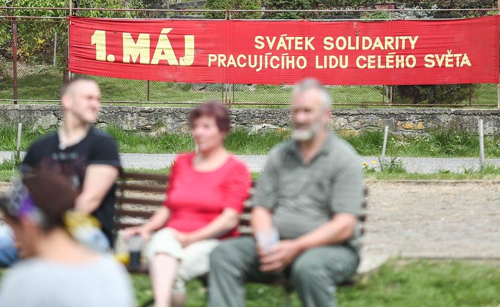 Recesistický prvomájový průvod v Kundraticích.