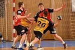 V sobotním duelu proti KP Brno (ve žlutých dresech) tahali házenkáři Nového Veselí (v červených dresech) za kratší konec provazu.