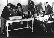 Z historie bývalého strojírenského učiliště (dnes pracoviště Strojírenská žďárské VOŠ a SPŠ) - výuka v laboratoři elektrotechniky.