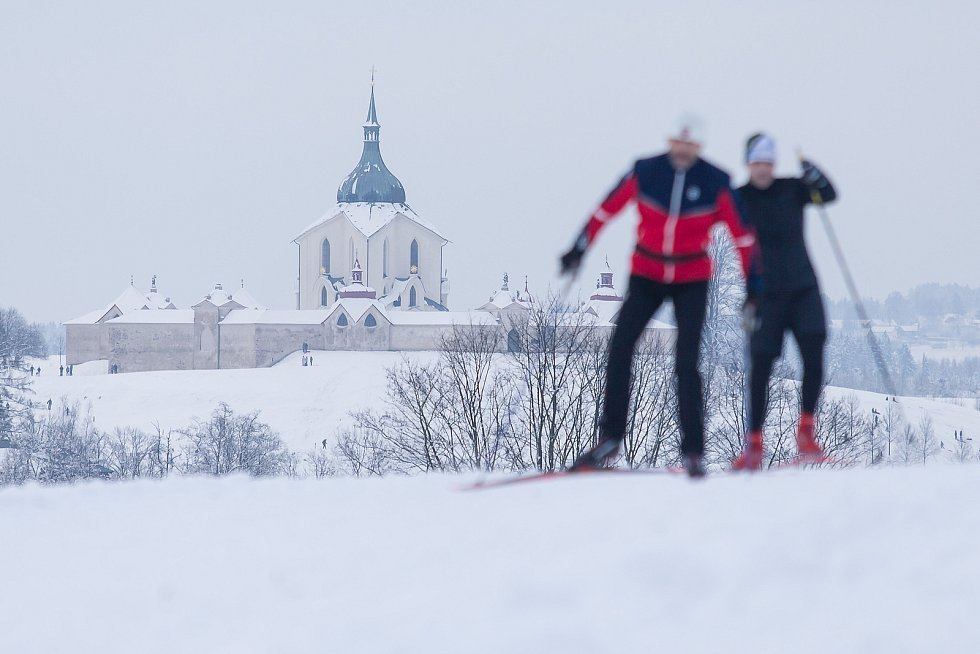 Běžkaři u Pilské nádrže ve Žďáře nad Sázavou.