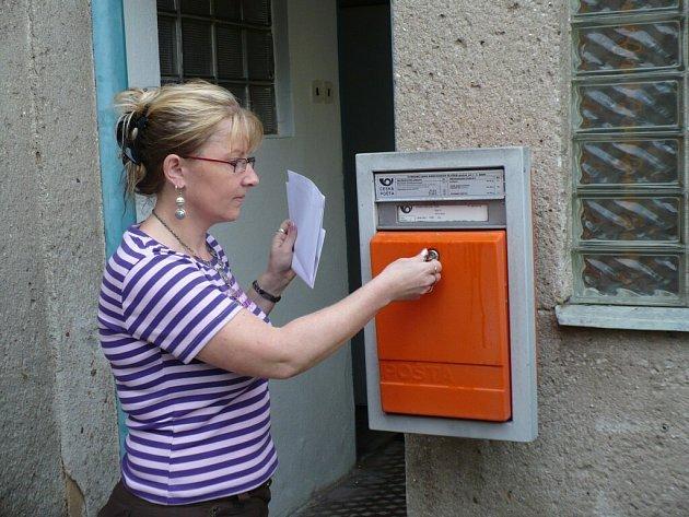 Pobočka pošty v Netíně je otevřena od pondělí do pátku  vždy dvě hodiny dopoledne a hodinu odpoledne. Podle úřednice Martiny Sýkorové ji využívají hlavně starší lidé.