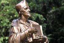 V Novém Městě na Moravě odhalili bronzovou sochu Jana Husa.