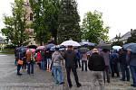 Na Vratislavově náměstí se sešlo okolo dvou stovek lidí.