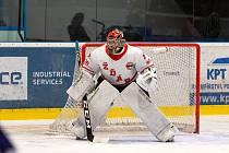 Brankářská jednička hokejistů Žďáru Jiří Sláma se nyní místo sportování věnuje fyzické práci.